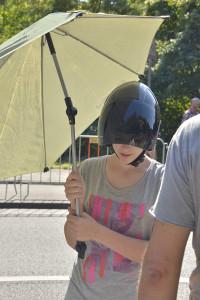Ohne Sonnenschirm? Nicht auszuhalten mit einem schwarzen Helm